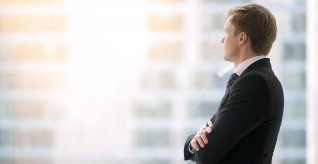 Geschäftsmann am Fenster