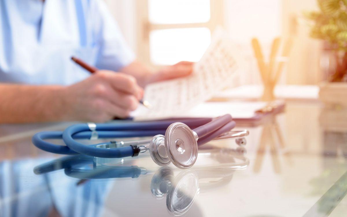 Stethoskop und Arzt