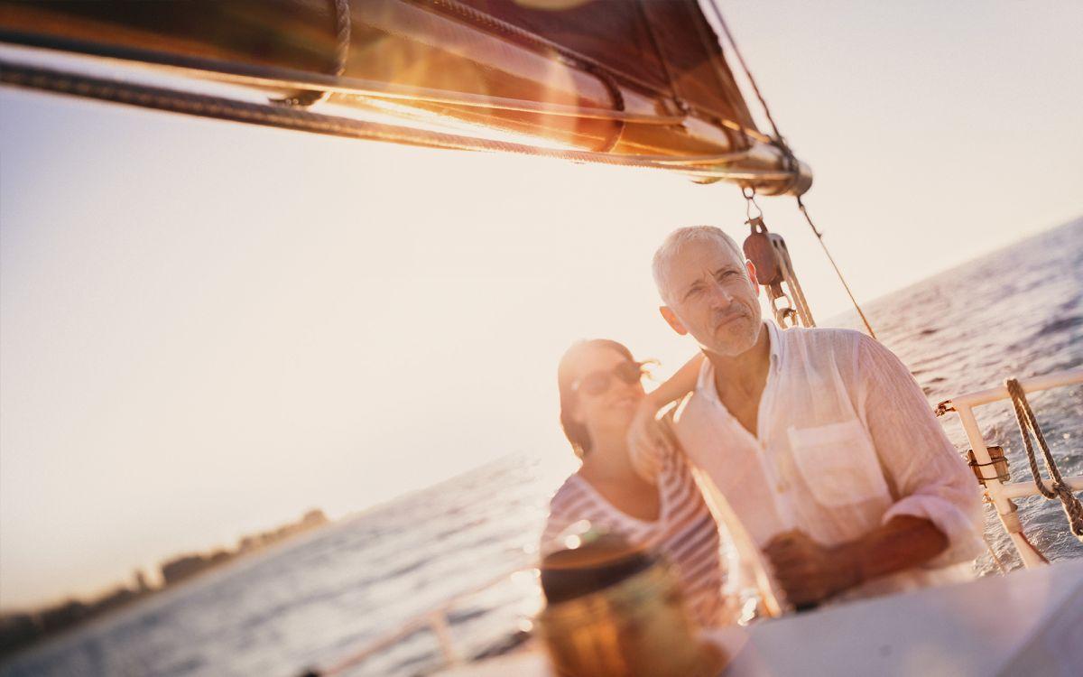 Rentner beim Segeln