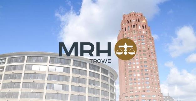 Aufnahme zweier Bürogebäude, davor ist das MRH Trowe Logo platziert