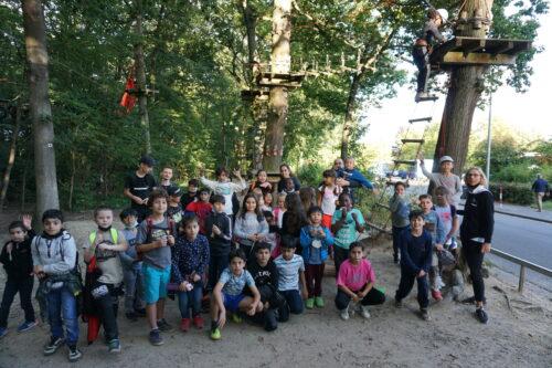 Gruppenbild Kletterausflug von MRH Trowe zusammen mit einer Kindergruppe der Arche